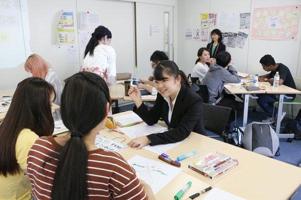 日本語教員養成課程を履修中の3年生3名が日本語学校で実習を行い日本語教育の現場を体験