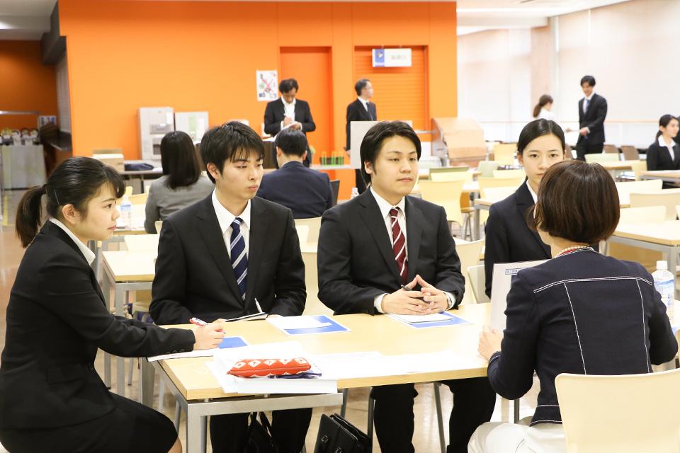 [4年生向け]TOGAKU生を積極採用したいという企業担当者が来学。学内企業セミナーの模様