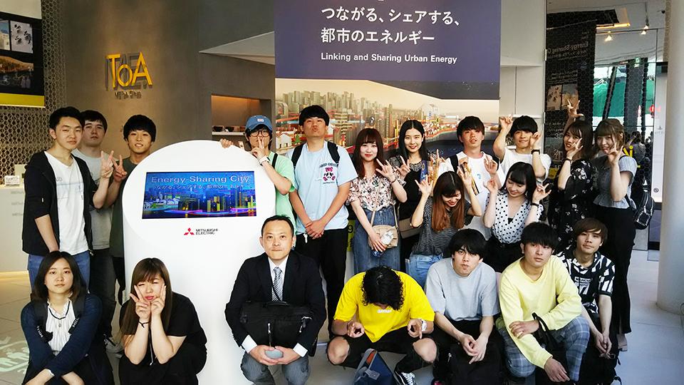 畔上ゼミがMEToA Ginzaを訪問し三菱電機(株)の企業活動を学ぶ学外研修を実施