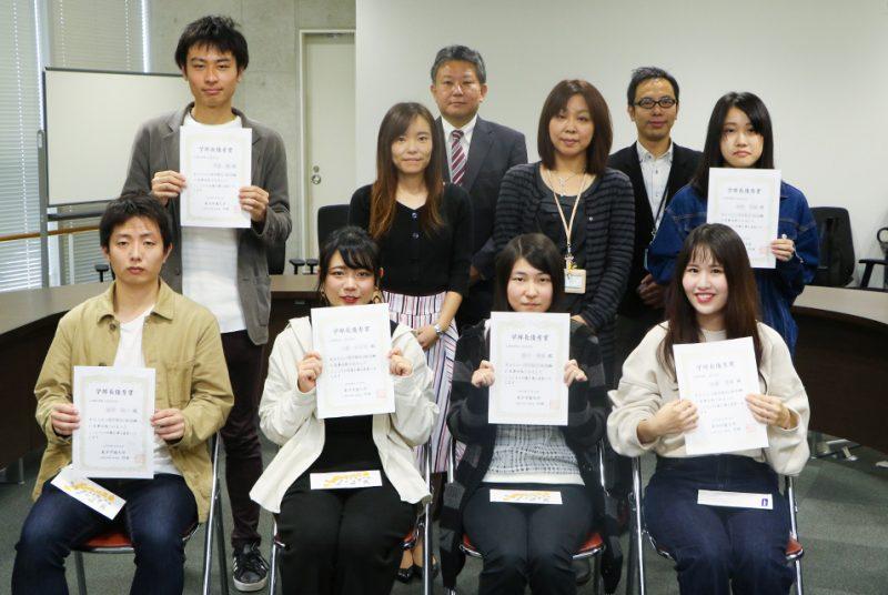 学部長優秀賞(心理学検定1級・2級合格、宅地建物取引士資格試験合格)を授与