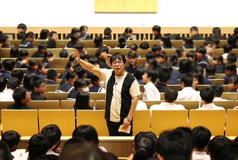 グローバル・コミュニケーション学部の大西教授が埼玉県秩父市で中学生向けに講演