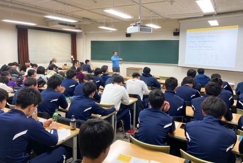 トップアスリートのトレーニングとアセスメントを英語と共に学ぶ。人間科学部特別講演会の模様