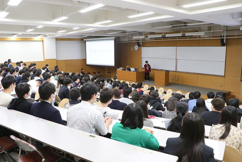 入試合格者が一足早く来学!学部・学科の教員や先輩が登壇した入学予定者講習会