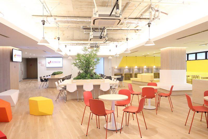 多彩な機能を備えたデザイン空間が誕生。4・5号館エントランスリニューアル