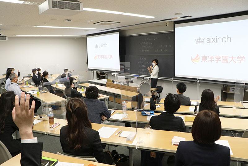 本庄ゼミとベルギーの家具メーカーSIXINCH JAPAN産学連携プロジェクトの企画プレゼンを実施