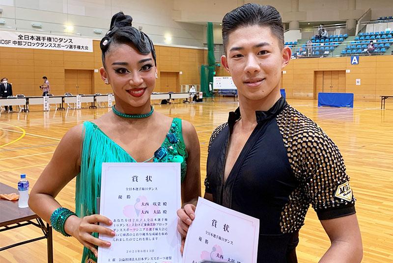 英コミ学科2年生が「全日本選手権10ダンス」で優勝、世界選手権への出場権を獲得!